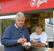 Hot dog stand reykjavik and Bill Clinton