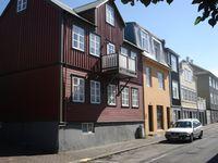 Þingholtsstræti 15 og 15 a  - Húsið nr. 15 lengst til vinstri.