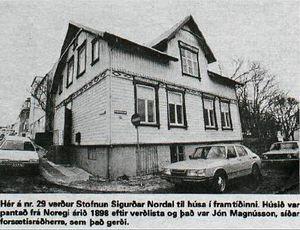 Þingholtsstræti 29, Helgarpósturinn 18.02.1988 Á göngu með Guðjóni