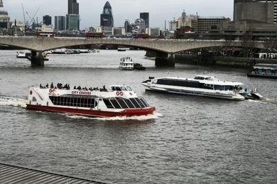 Bátar á ánni Thames