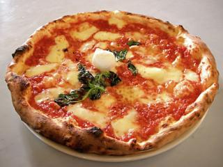 Ekta pizza frá Napólí